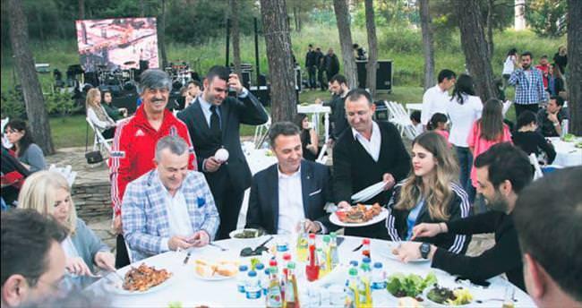 Beşiktaş şampiyonluğu doyasıya kutluyor