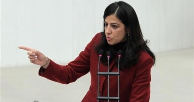 Terörist cenazesine katılan HDP'li vekile büyük şok