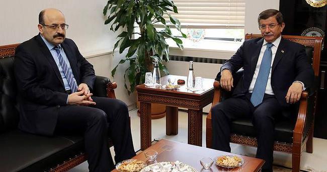 Başbakan Davutoğlu YÖK Başkanı Saraç'ı ziyaret etti