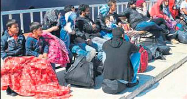 Çeşme'de 52 mülteci yakalandı