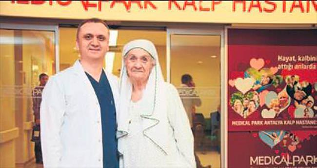 Antalya güzeli yaşama tutundu