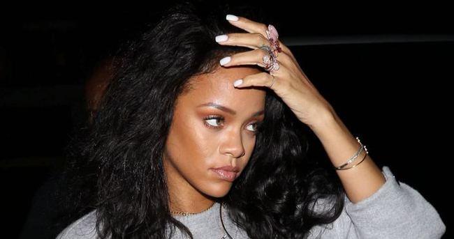 Rihanna gece kulübünde para saçtı