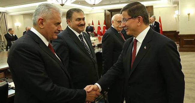 Başbakan Davutoğlu Binali Yıldırım'ı tebrik etti