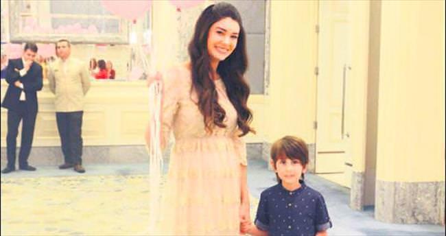 Şahin'in doğacak kızı için sürpriz parti