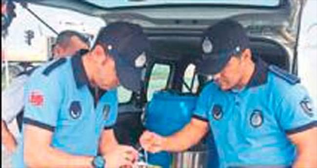 Ceyhan Belediyesi Zabıta Müdürlüğü süt kontrolü yapıyor