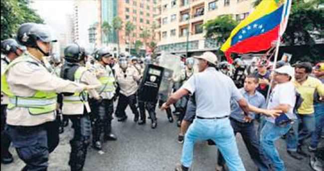 Venezüella'da sokak çatışmaları başladı