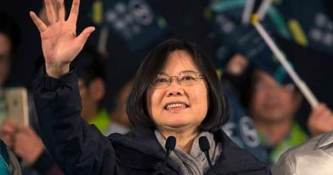 Ülkenin ilk kadın lideri göreve başladı