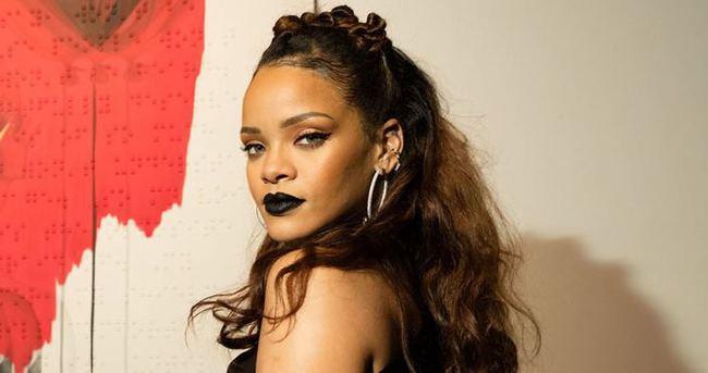 Rihanna'dan ilginç kutlama