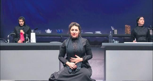 İranlı kadınlardan 'lezzetli' ve çarpıcı bir oyun