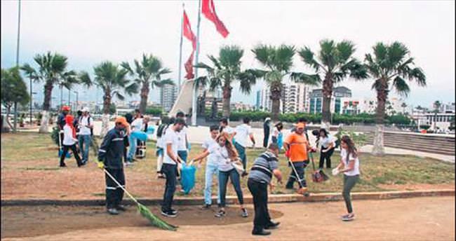 Öğrencilerden sahil temizliği