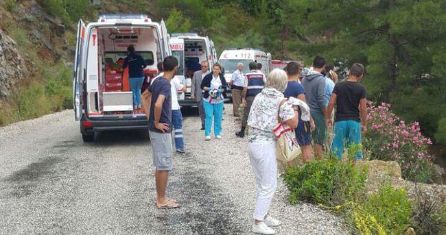 Turistleri taşıyan cip baraja uçtu: 4 kayıp, 6 yaralı