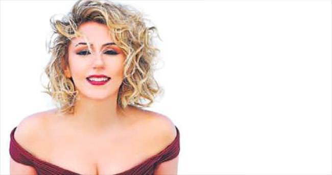 İlk albümde Molina şarkısı