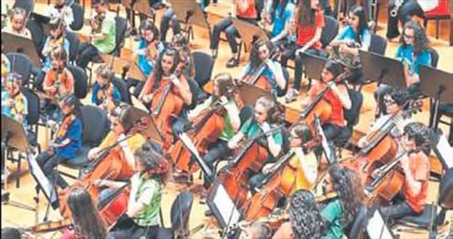 Küçük müzisyenler İzmirliyi mest etti