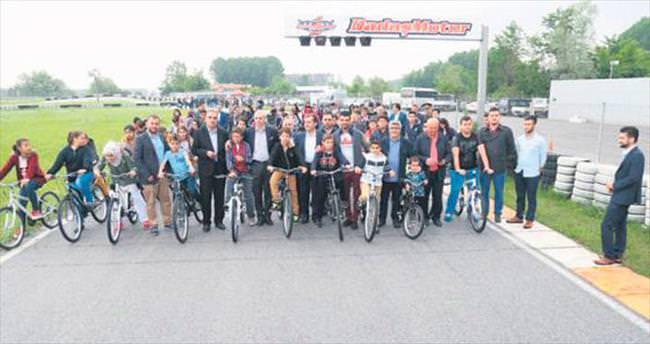 Kenan Sofuoğlu'ndan yetimlere 105 bisiklet
