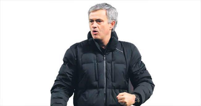 Mourinho'nun eli kulağında