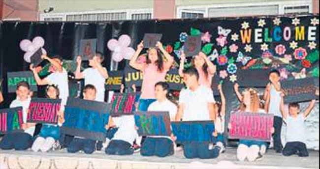 Öğrencilerden İngilizce gösteri