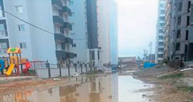 Melih ABİ: Seyhan'ın göbeğinde çamur deryası sokak