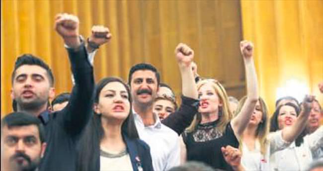 CHP Grubu'nda utanç verici sloganlar