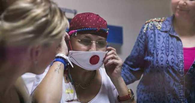 Kanser tedavisi gören Naşide Göktürk'ten haber var