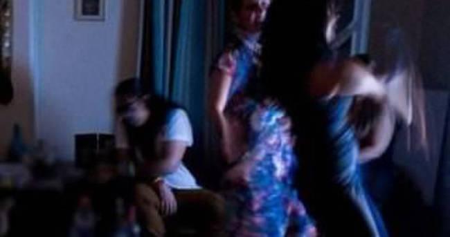 İran'da parti yapan 35 kişiye kırbaç cezası