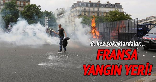 Fransa'da yüzbinlerce kişi sokaklara döküldü!