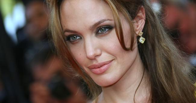 Angelina Jolie sevenlerini kahretti