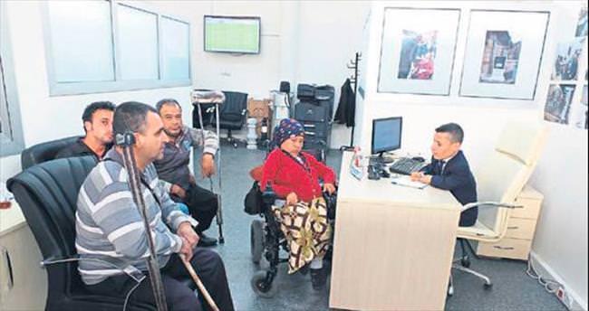 Engellilerin sorunlarını 'halden anlayan' çözüyor