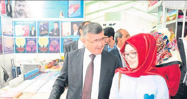 Niğde Belediyesi Kitap Fuarı'nın açılışını yaptı