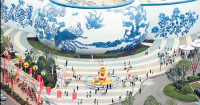 Çin işi Disneyland kapılarını açtı