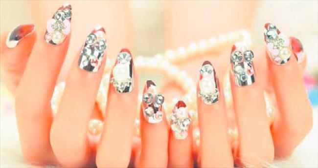 Tırnakta mücevher modası