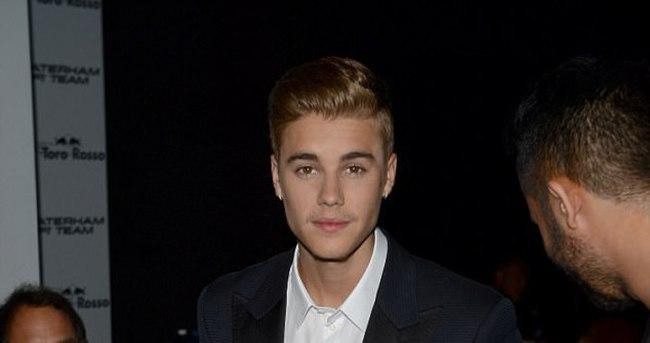 Justin Bieber'dan skandal hareket