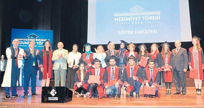 Hasan Kalyoncu'da mezuniyet coşkusu