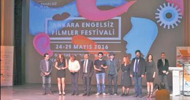 Engelsiz festivalde ödüller dağıtıldı