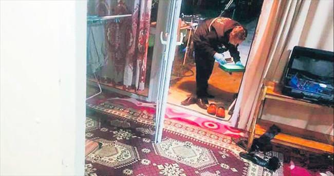 Hırsızlar takibe aldıkları evi soyup soğana çevirdi