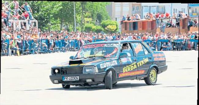 Modifiyeli araçlar Kepez'de yarıştı