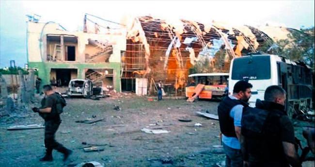 Teröristler 4 sivili katletti