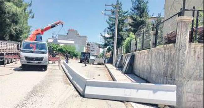 Büyükşehir'den beton bariyer