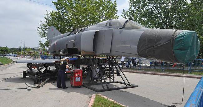 Kıbrıs Barış Harekatı'na katılan savaş uçağı Adana'da sergilenecek