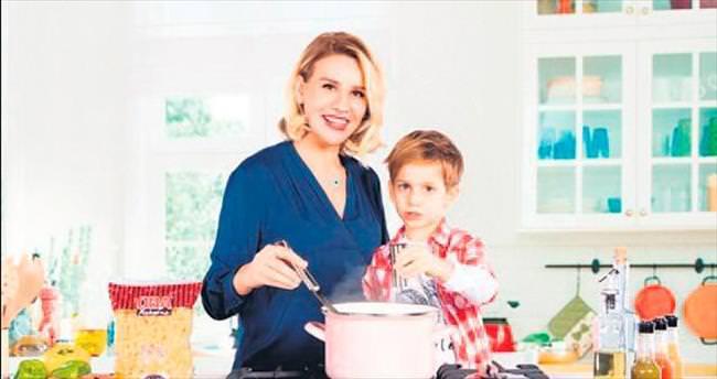 Erol, oğluyla birlikte reklam filminde