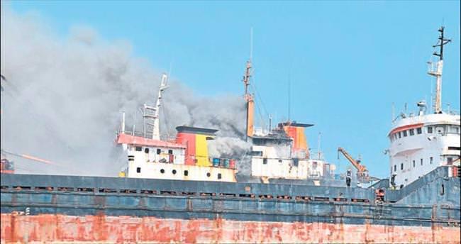 Hurda gemideki yangın korkuttu
