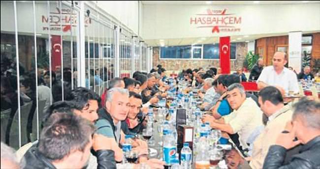 Akdoğan'dan yemek ziyafeti