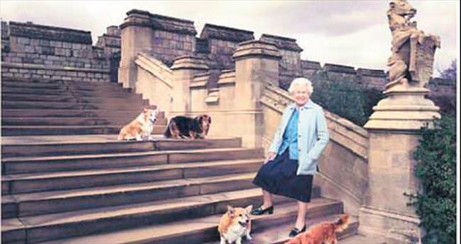 Kraliçe 90'ında dergiye kapak oldu