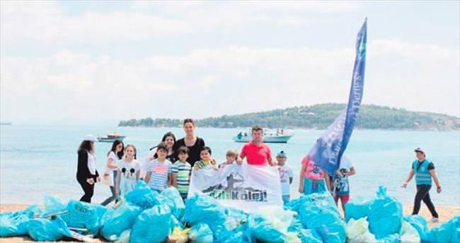 Çevreci minik öğrenciler Büyükada'yı temizledi
