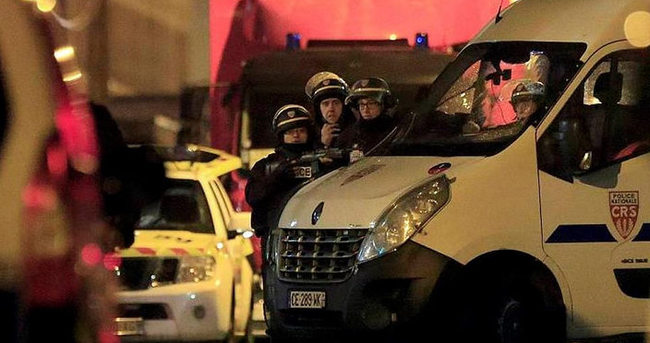 Polis, araçlarını göstericilerin üzerine sürdü