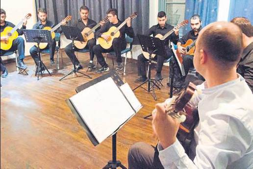 Müzik öğrencilerinden dönem sonu gitar konseri