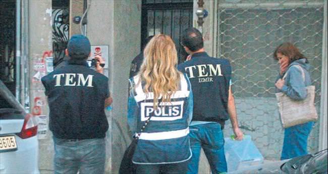 İzmir'de FETÖ'ye darbe