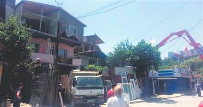 Armutlu'da kaçak 200 binanın yıkımına başlandı