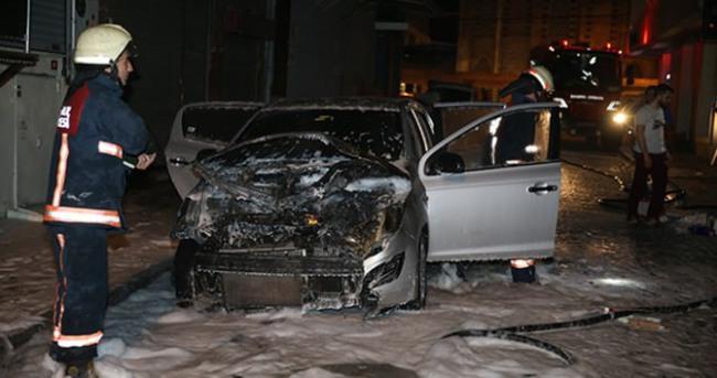 3 otomobil ve bir hafriyat TIR'ı kundaklandı