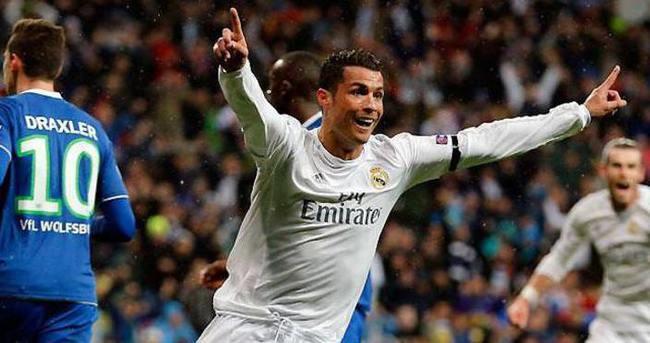 Futbolda devrim! Hakemler, pozisyon videolarını maçta izleyip karar verecek