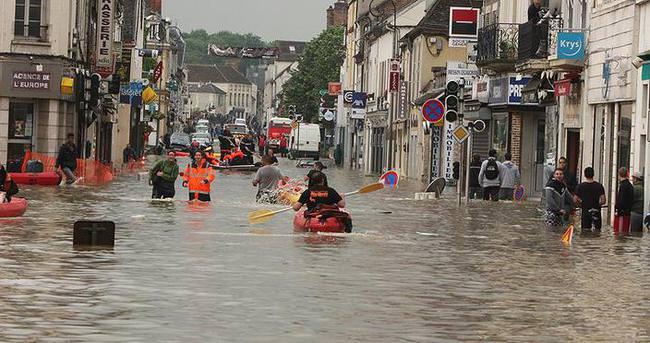 Fransa'daki şiddetli yağışlar 4 can aldı
